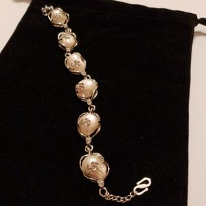 Pearl lovers Huge Authentic pearl bracelet